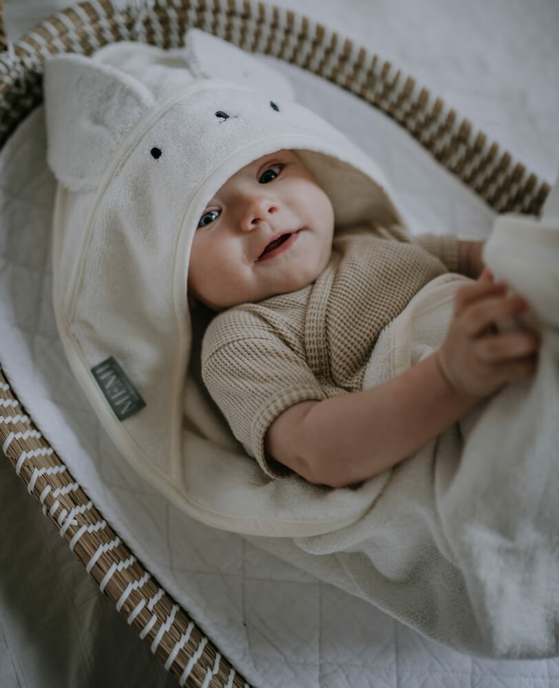 újszülött fürdetése