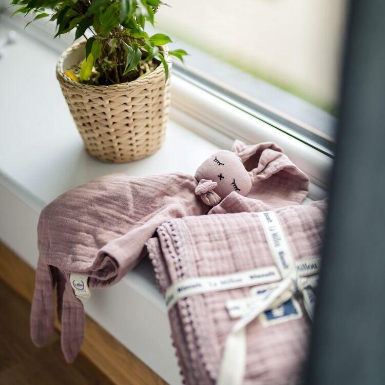 levendula színű nyuszis szundikendő muszlinból