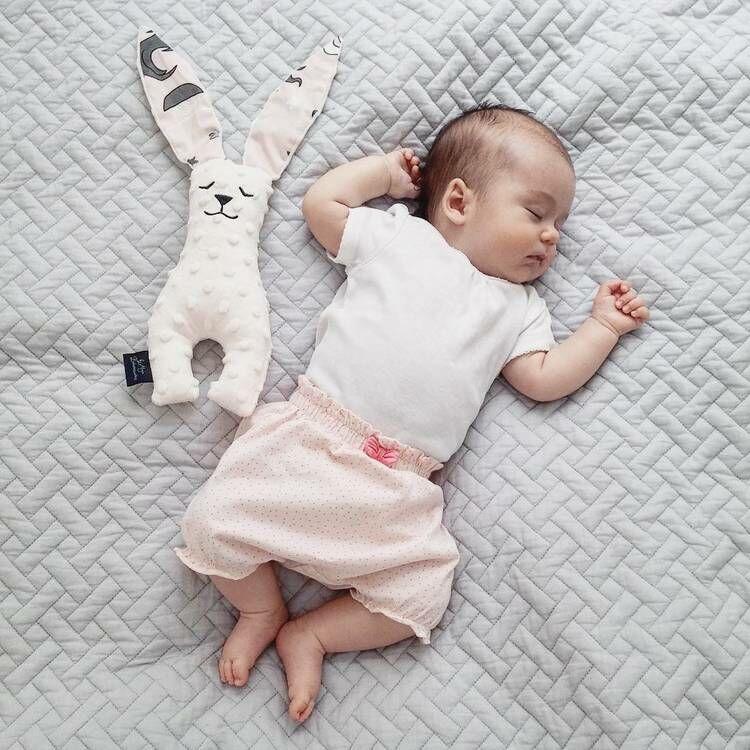 nyuszi alvóka babáknak játék