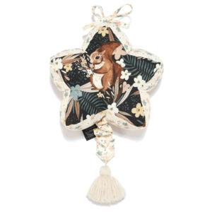 felhúzható zenélő játék babáknak barna-bézs színben erdei mókus és virág mintával La Millou Pretty Barbara