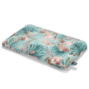 Pamut párna 40 x 60 cm méretben rózsaszín-kék trópusi pálam és virág mintás La Millou Boho Palms
