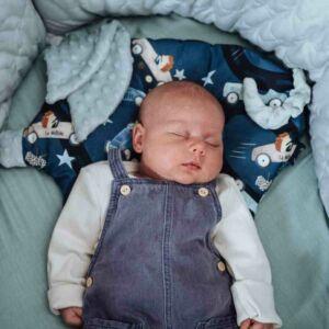 lapos baba párna röfi alakú sötétkék autóversenyző nyuszi és süni mintával la Millou On the Road