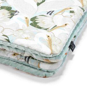 baba takaró töltettel hamvas menta színű pamut-minky krém színű kócsag madár és lótusz mintáal La Millou Heron in Cream Lotus