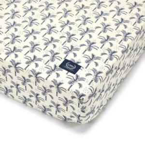 kiságyba való gumis lepedő babáknak 60x120 cm fehér-kék pálmafás Navy Jungle