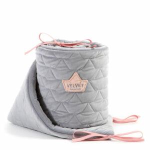 baba kiságy rácsvédő velvet steppelt anyagból szürke és rózsaszín színben 60 x 120 cm kiságy méretre
