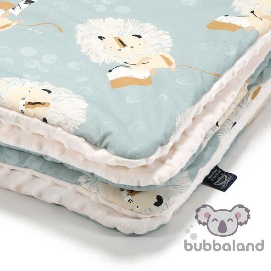 baba takaró töltettel kétoldalas pamut-minky ekrü és kék színben doboló oroszlán mintával Wild Cats Stone