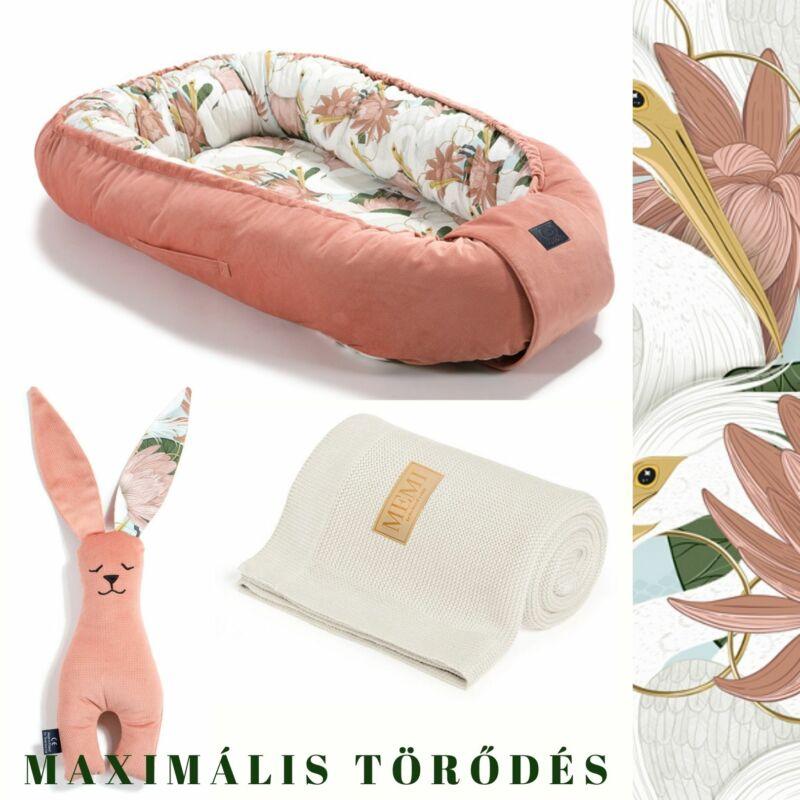 Heron in Pink Lotus Babafészek pamut takaró és nyuszifül szundikendő egy ajándékcsomagban krém és papaya színben