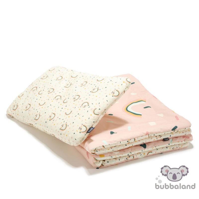 újszülött baba ágynemű szett töltettel és kispárnával rózsaszín színben szívárványos mintával