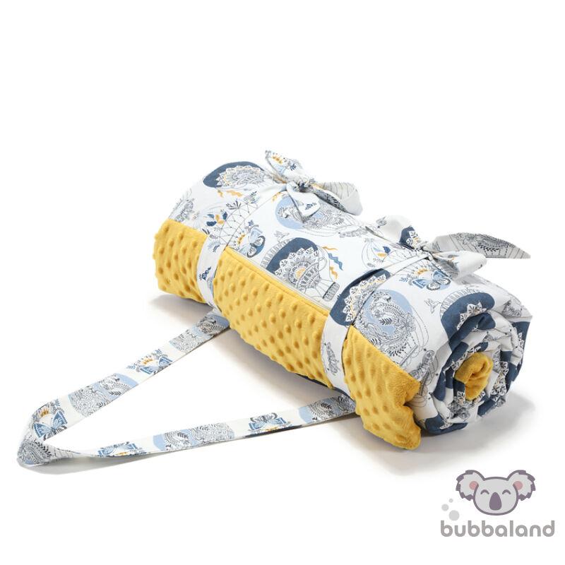 nagy méretű piknik takaró minky méz és kék színben hőlégballon mintával Cappaocia Sky 180x190 cm