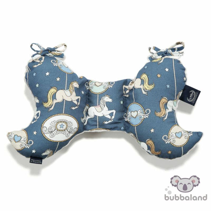 pillangópárna minky anyagból kék és fehér színben vidámparkos körhintás mintával Lunapark by night