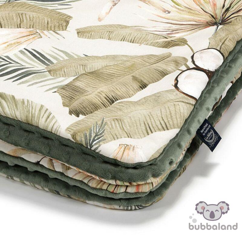 baba takaró töltettel kétoldalas pamut-minky khaki zöld és bézs színben egzotikus trópusi pálmalevél és kókuszdió mintával Boho Coco