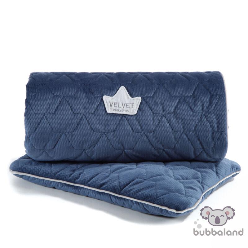 újszülött baba ágynemű szett steppelt varrással töltettel és kispárnával harvard kék színben