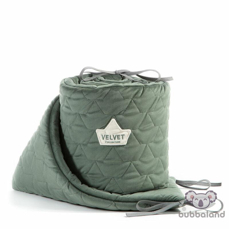 baba kiságy rácsvédő velvet steppelt anyagból khaki zöld színben 60 x 120 cm kiságy méretre