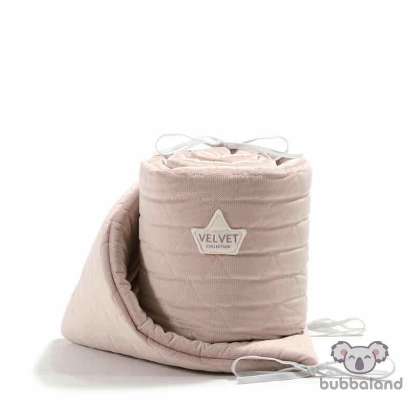 baba kiságy rácsvédő velvet steppelt anyagból hamvas rózsaszín színben 60 x 120 cm kiságy méretre