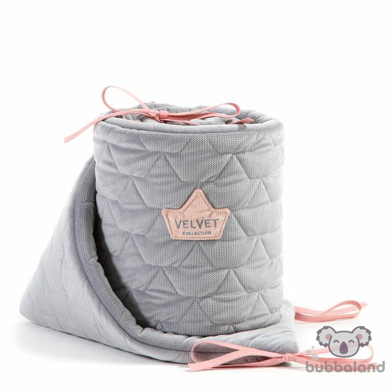 baba kiságy rácsvédő velvet steppelt anyagból szürke és rózsaszín színben 70 x 140 cm kiságy méretre